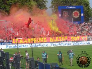 Maar St. Pauli komt er nog overheen met een fraaie pyro.